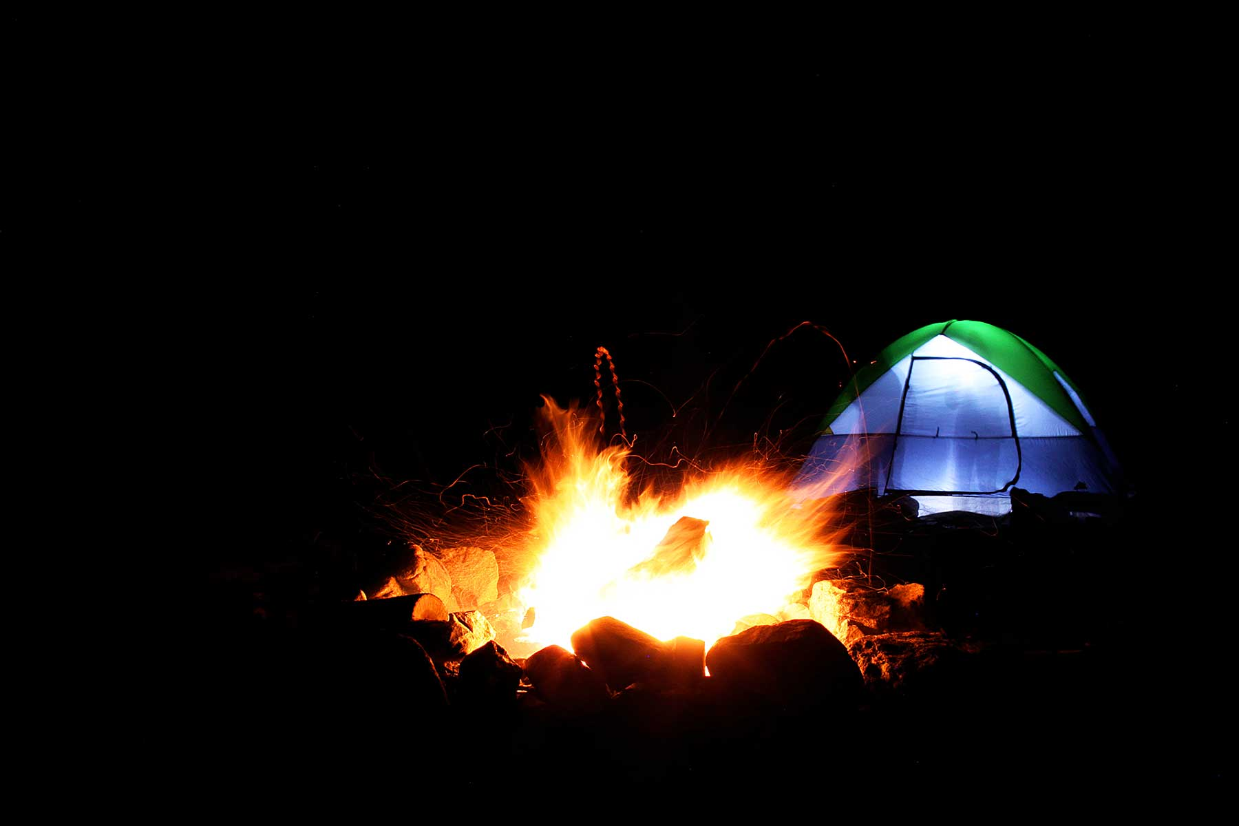 devil's marble yard campfire and tent